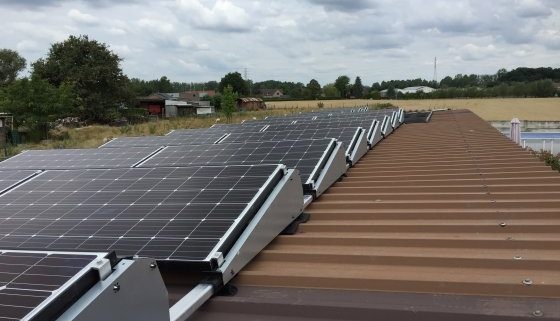Zonnepanelen op plat dak wat is de prijs en voordelen